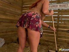 Obscene 41 yo nymph Faye Rampton unsheathes her bum on farmers' market