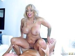 Brazzers - Red-hot Milf Alyssa Lynn is an animal