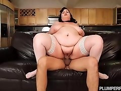 SSBBW Maid Eliza Allure Cleans Juan Largos Pipe