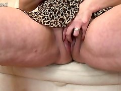 Big titted mother gets her labia raw