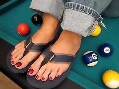 Cum on MILF Tina spectacular toes