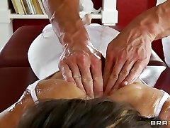 Flexible yoga Cougar Jenni Lee is fucked by her massage therapist