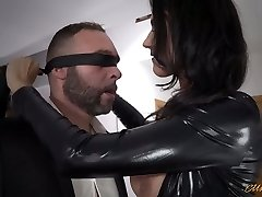 Sexy mommy in latex Ania Kinski gets pulverized properly