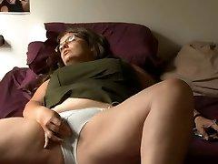 BBW nymph with glasses masturbates