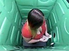 Porta Gloryhole Plus-size deepthroats cock in public