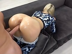 Sporty Teen with oily anal gets huge load on caboose / grinding in yoga pants