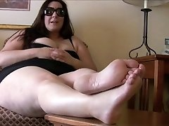 BBW soles, foot mistress with slave