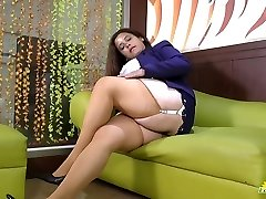 LATINCHILI Rosaly is stroking her massive latin granny pussy
