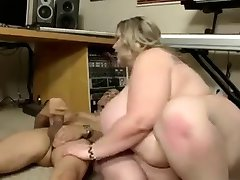 كبير الثدي سمراء BBW مارس الجنس