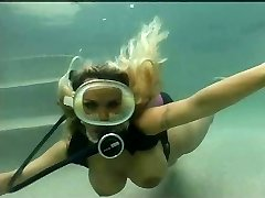 Blond scuba pool fuck
