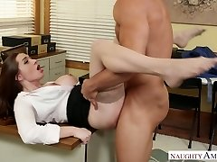 Stunning office chief Veronica Vain banged stiff on the table