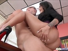 Immense booty Leyla gets busted while mildly rubbing her pussy inwards office
