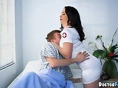 Nurses dual team this Patient