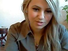 Webcam girl Disrobe