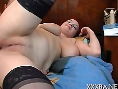 Goth doll ravishes a hard knob
