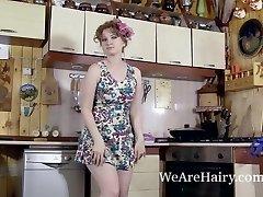 Bazhena wanks in her kitchen