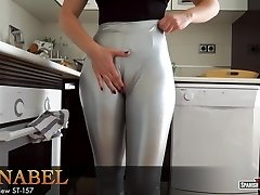 Girl with massive cameltoe relieves after cleaning