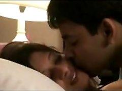 Desi Couples Leaked Movie of Honeymoon Mms