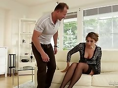 Tempting bitch Anna Rose involved in FFM threesome