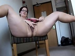 Big-boobed mature BBW in pantyhose and mini micro-skirt