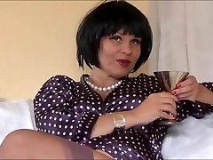 Killer Glamour Queen Veronica teasing in nylons