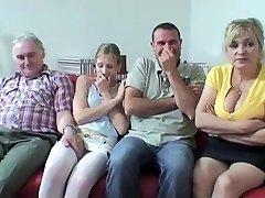 Gamle Og ungdoms Kvartetten Med Varmt Bestemor