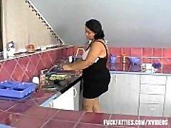 Sexiga BBW Nyare Hade denna Typ Av &ldquo_Help&rdquo_ I Köket!