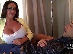 Milfs Stora Bröst ge den Ultimata Terapi