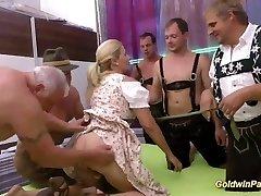 străpuns mama vitregă lederhosen sex in gasca