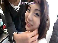 Smiješno Azijske djevojkom preferira ogroman dildo lateks hard cocks