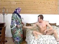 grase femeie durdulie bunica menajera fututa cu greu in camera