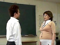W ciąży japońskie młodzieży kopią