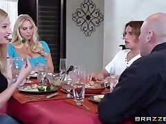 Mommy Got Boobs: Chi Vuole Che La Torta?. Karen Fisher, Tyler Nixon