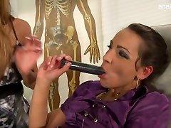 Bigtits ragazza gola profonda