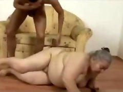Χοντρή και άσχημη 75 ετών τσούλα