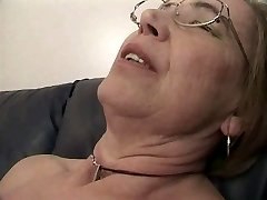 Η γιαγιά του αρέσει το σπέρμα