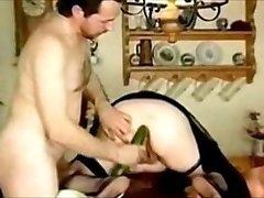 Cuck man infoga Gurka i feta arsle