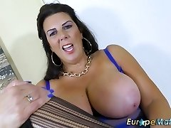 EuropeMaturE Busty Oma Lulu Solo-Masturbation