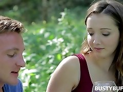 Romantisk møte med busty buffy