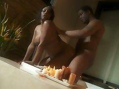 Mollige ebony dame Jada Fire romantische sex scene in een Jacuzzi
