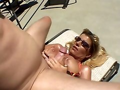 Calda Abbronzata Busty Cougar Krystal Summers Sbattere A Bordo Piscina