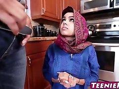 Χαριτωμένος έφηβος παιδί με μεγάλα βυζιά γαμάει και παίρνει ένα creampie