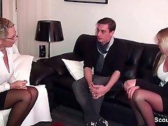 Geile Deutsche, hilft पार beim सेक्स mit einem Dreier