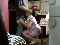 dolofan inseala tanar si matura filmat cu camera ascunsă