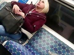 iskrene goregeous blond dekle sočno bubblebutt v ozke kavbojke
