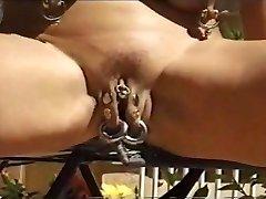 femei mature piercing 1