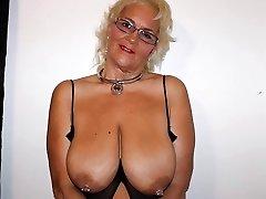 स्वादिष्ट स्तन, अद्भुत महिला हैं ।