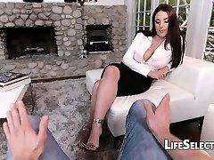 Busty MILF Angela White βρίσκεται πόδι φετίχ με την cotenant