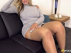 UK MILF with blond hair Kellie OBrian is always prepared to flash bootie