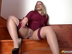 All alone lustful superslut Ashley Rider stretches her own slit a bit